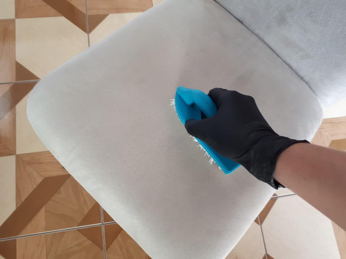 naniesienie prespray tapicerka meblowa.