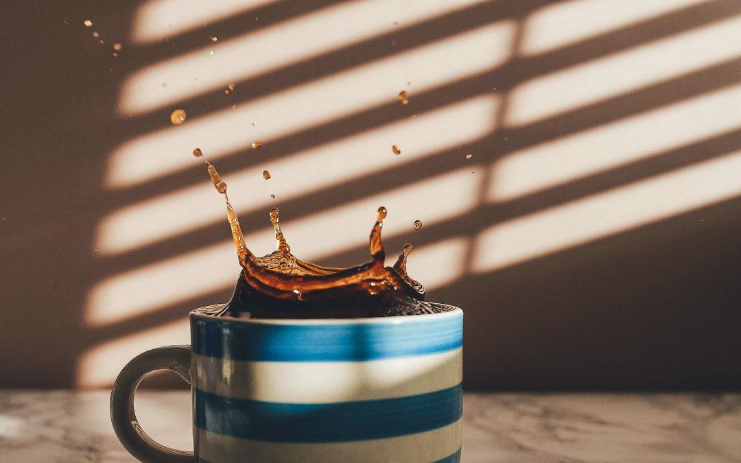 Jak usunąć z tapicerki plamę po winie, kawie, herbacie?