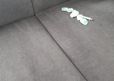 plama z atramentu na kanapie - jak sprać atrament